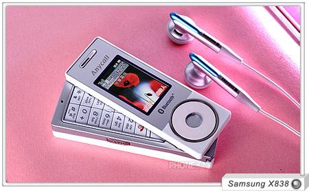 Samsung présente son hybride GSM/iPod, le X838.